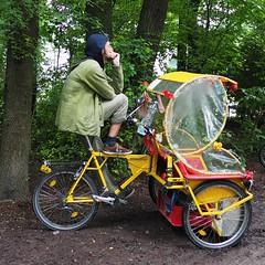 Nasser Rikschafahrer - Pause im Englischen Garten