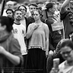 Public Viewing zur Fuball EM 2016 in Berlin (Agentur snapshot-photography) Tags: bw berlin sport deutschland fan blackwhite tv europa fussball euro flag europameisterschaft match sw fans frau em schwarzweiss fahne flagge deu uefa jubel effekt personen flaggen frauen freude wettbewerb fahnen leinwand publicviewing gasto deutschlandfahne fussballspiel leinwnde deutschlandflagge fanmeile fussballfan nationalfarben bertragung nationalflagge fussballfans randbild nationalfahne fussballmatch grossbildleinwand fanmeilen landesfahne landesflagge nationalfahnen nationfahne ffenltich