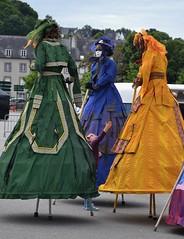 Le gant et l'enfant (Nel) Tags: pondi parade pontivy bretagne morbihan france