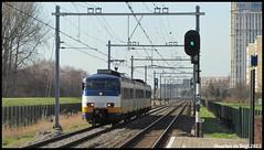 SGMm 2955 arriveert te Msw (Mearten279) Tags: west station canon sein trein maassluis msw sprinter sgm 2955 sgmm mearten279