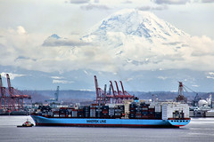 Two Giants (Fairlane221) Tags: seattle mountain port washington ship vessel cascades wa containership mtrainier seaport portofseattle maersk adrianmaersk