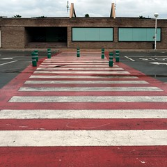 Crosswalk (Julio Lpez Saguar) Tags: street city red urban espaa white blanco valencia landscape calle spain rojo empty ciudad urbano crosswalk vacio castellon pasodecebra paisale marinador juliolpezsaguar