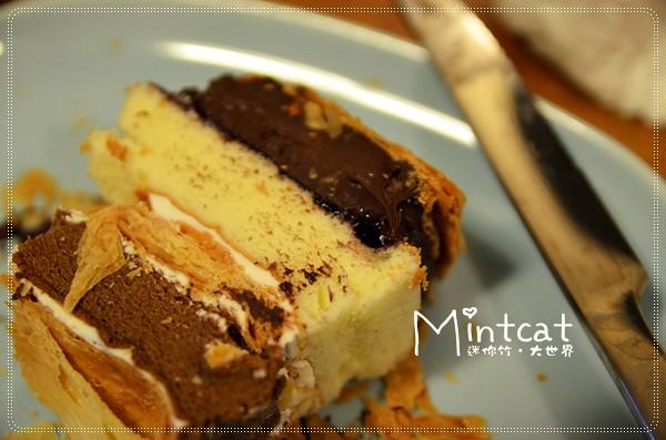 【試吃分享】層層疊疊的美味~樂天拿破崙先生純濃甘納許蛋糕