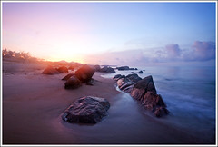 Bình minh Hồ Cốc / Hồ Cốc Beach at dawn (hungtran.aurora) Tags: beach canon eos dawn f14 5d 24mm minh ef | bình hồ cốc