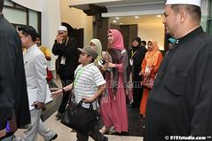Ketibaan Oki Setiana Dewi (2121studio) Tags: muslimah jawa anggun kelantan tudung cantik solehah kotabaharu gadis kerudung busanamuslimah aminidris okisetianadewi bicaraselebriti kaptenhafizfirdausabdullah visitkelantan2012 mencaripelangi bukucahayadiatascahaya