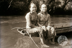 JE18-27-11-1956 (The Ulu and the Museum) Tags: girls portrait people river outside others community sitting traditional objects location clothes daytime subject earrings 1956 date riverbank sarong kebaya timeofday tinjar womenmorethanone longburoi villageorlonghouse