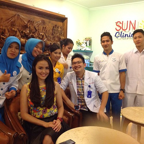 Miss Earth Indonesia @nitasofiani dari EL JOHN Pageants saat berkunjung ke SUN CLINIC unit usaha dari EL JOHN Medica 20/4/2014 @caniamarsha #eljohn #misseaethindonesia @vitridwimd @catherineviriya @yossicostephanie #indopageants