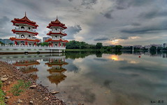 Very cloudy sunset (Ken Goh thanks for 2 Million views) Tags: reflection composition pagoda scenery pentax twin chinesegarden k1 sigma1020