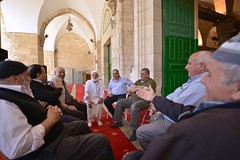 Al-Aqsa Mosque's Doorstep Talk (ilmikadim) Tags: people look looking muslim islam jerusalem group talk mosque older talking alaqsa handsignal mescid kuds mescidiaksa quds