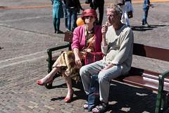 Bevrijdingsdag-15 (Nickz3) Tags: stage crowd denhaag stad overview bankje stel 2016 bevrijdingsdag overzicht zonnig publie binennhof