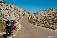 En el Jitu de Escarandi (DOCESMAN) Tags: road travel viaje honda landscape spain asturias motorbike moto motorcycle biker motor rider cantabria deauville picosdeeuropa nt700v jitudeescarandi hitudeescarandi