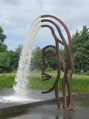 Wassen en waterg ... (Merodema) Tags: sculpture art water face pond kunst streaming beeld vijver gezicht joure stromen
