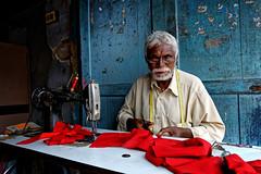 Tailor (Andrea Cavallini (cavallotkd)) Tags: portrait india market andrea munnar cavallini cavallotkd