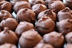 172/366 - Sweet Surprises (Fiona Dawkins) Tags: 366the2016edition 3662016 day172366 20jun16 oreotruffles surprise treat chocolate