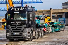 Mercedes Benz Actros 4165 MP3 (Actros_4160) Tags: truck mercedes transport mp3 lorry universal titan heavy v8 slt lkw mp2 haulage schwertransport 4160 4165 nooteboom tieflader schwerlast goldhofer