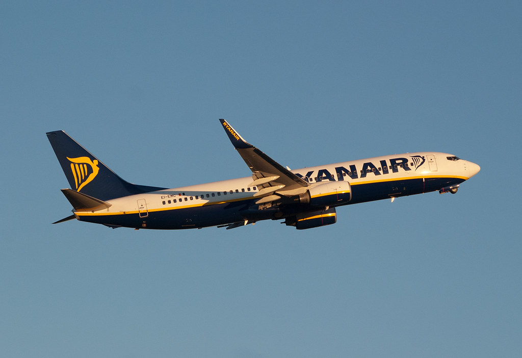 Ryanair EI-EMC by Jens Cedlind, on Flickr