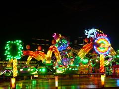 Kermis Buikslotermeer (Pierre Pattipeilohy) Tags: light amsterdam wheel glitter dark glow teddybear kermis teddys ghosthouse noord suikerspin attractie spookhuis botsautos pierrepattipeilohy buikslotermeer