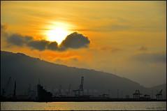 Sombras en el Puerto.Shadows on the Port (ironde) Tags: port puerto atardecer evening harbor spring spain harbour bilbao bizkaia euskadi basquecountry getxo euskalerria biskai ironde
