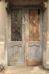 Krakow Doorway (Cosimo Roams) Tags: door rust doors poland krakow doorway peelingpaint doorways krakov