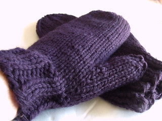 Ravelry: Simple Chunky Mittens pattern by Marla Holt