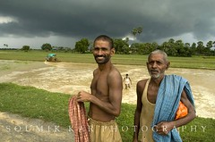 Sons of the soil (Soumik Kar) Tags: india green vegetables portraits rice farming august monsoon february agriculture mumbai economy irrigation 2012 bihar famers 2011 soumikkar