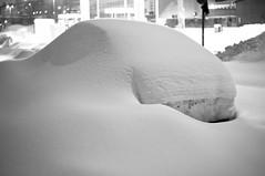 Buried (O_Orava) Tags: winter bw white snow classic car 35mm finland helsinki focus buried f14 sony mf manual helsingfors aleksis nokton voigtlnder vallila katu kiven voigtlndernoktonclassic35mmf14 nex5n