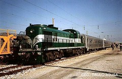 CP 1525 ALCO - Entroncamento, 1999 (Clube de Entusiastas do Caminho de Ferro) Tags: railroad portugal train eisenbahn rail railway cp alco locomotiva diesellocomotive entroncamento caminhodeferro linhadonorte alco1525 comboiosportugal