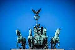 Quadrige - Berlin (R.D. Photographie) Tags: berlin de cheval porte tor brandenburger allemagne symbole paix cheveaux brandebourg qaudrige