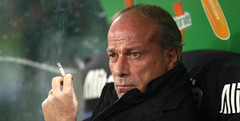 CALCIOMERCATO ROMA, LE ULTIME  Il punto del giorno sul mercato giallorosso (asromanelcuoreit) Tags: roma football italia wordpress notturna fumo sigaretta panchina orizzontale 20112012 ifttt