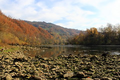 Drina River (Jelena1) Tags: autumn sky naturaleza nature water ro forest automne canon river landscape agua rocks eau wasser serbia herbst natur himmel paisaje rivire ciel bosque cielo skog otoo balkans paysage fluss landschaft wald priroda vatten roca fort hst voda roches landskap srbija stene nebo gestein reka drina flod jesen uma bergart riverdrina canonefs1855mmf3556is canon600d westernserbia zapadnasrbija canoneos600d rekadrina autumninserbia