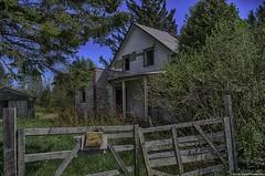 La Maison Du Ranch (yannick_gagnon) Tags: old urban house canada detail abandoned photoshop lost pentax quebec decay oldhouse qubec maison hdr urbain urbex abandonn rurex 123hdr hdrquebec hdrqubec hdroom pentaxk50
