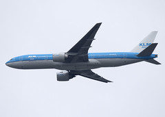 PH-BQN_777-206_KLM_CYVR_6777 (Mike Head - Jetwashphotos) Tags: canada bc britishcolumbia landing boeing klm approach yvr kl 777 westerncanada jwp vancouverinternationalairport 777200 cyvr 777206er klmasia westernregion