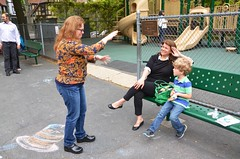 Sue Telling A Story At The Playground (Joe Shlabotnik) Tags: playground sue everett sarahp 2016 afsdxvrzoomnikkor18105mmf3556ged may2016
