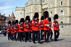 England 2016  Windsor  Soldiers (Michiel2005) Tags: uk greatbritain england soldier army unitedkingdom britain windsor guards berkshire guardsmen windsorcastle engeland leger soldaat guardsman vk grootbrittanni verenigdkoninkrijk