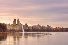 Jacqueline Kennedy Onassis Reservoir (carlos_seo) Tags: nyc usa newyork america unitedstates centralpark hdr 2012 centralparkreservoir 3xp jacquelinekennedyonassisreservoir nikond90 nikkor1635f4vr