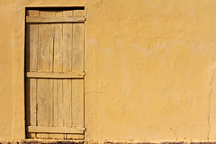 Casa de Interior (Americo Nunes) Tags: door wood sun house yellow wall countryside casa interior front amarelo porta madeira parede frente orobó