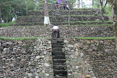 Solo trip - Candi Kethek - Uncle Gun is trying to climb the stairs (b3lthaZor) Tags: surakarta solotrip mixedupalready candikethek