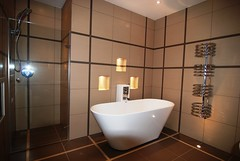 """Ravensbourne2 Bathroom 1 with Feature Lighting 068 • <a style=""""font-size:0.8em;"""" href=""""https://www.flickr.com/photos/77639611@N03/6948024140/"""" target=""""_blank"""">View on Flickr</a>"""