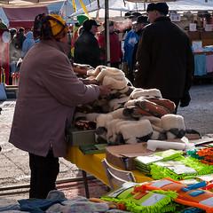 (Matti Mänttäri) Tags: talvi varkaus nainen markkinat myyjä tossut