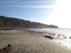 Palos Verdes and RAT Beach (305 Seahill) Tags: ocean beach clouds sand waves pacific hill footprints pacificocean kelp peninsula palosverdes
