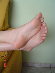 (Tellerite) Tags: feet toes barefeet beautifulfeet prettytoes sexytoes sweetfeet prettyfeet sexyfeet girlsfeet femalefeet teenfeet femaletoes candidfeet beautifultoes baretoes girlstoes sweettoes girlsbarefeet teentoes girlsbarefoot youngfemalefeet candidtoes youngfemaletoes