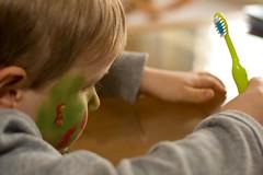 Zahnbrste II (O.I.S.) Tags: boy portrait face eos 50mm kid gesicht paint child painted brush kind toothbrush 18 junge 30d zahnbrste schminke brste geschminkt