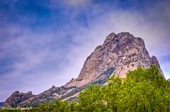 Peña de Bernal (ALEX MARDUK) Tags: mountains azul mexico arbol atardecer nikon paisaje queretaro cielo nubes campo bernal hdr antiguo pueblos peña montañas exteriores magicos