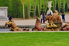 Versailles - 68 dans le parc du Chteau de Versailles (paspog) Tags: park france castle spring versailles april schloss avril chteau parc printemps grandcanal castel frhling 2016 chteaudeversailles parcduchteau