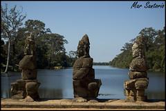 Puente - Dioses (Mar Santorio) Tags: bridge d50 puente nikon cambodia gods siemreap camboya dioses