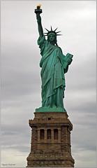 Statue de La Libert, Manhatten, N-Y. USA (2 PHOTOS) (Huguette T.) Tags: newyork monument manhatten
