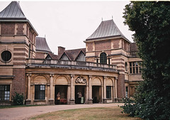 Eltham Palace Entrance (Matthew Huntbach) Tags: elthampalace eltham se9