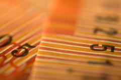 Two fives on twenties (OzzRod) Tags: macro pentax bokeh five numbers uncropped reversedlens banknotes k50 extensiontubes pentaxsingleinmay2016 czjpancolarzebra50mmf18