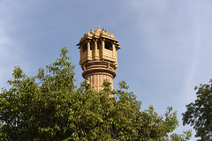174-Inde India Gujarat 03/2016 (Chanudaud) Tags: india tree tower temple nikon asia tour ngc asie arbre jain gujarat ahmedabad inde nationalgeographic subcontinent northindia indedunord hatheesingh souscontinent