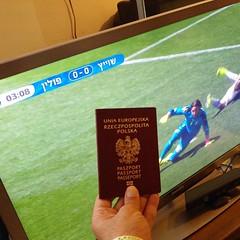 מדינה שאני יכול לגור בה, משחקת נגד מדינה שאני לא יכול לגור בה. (pringle-guy) Tags: sport square football soccer poland polska squareformat כדורגל פולין ספורט iphoneography euro2016 גיאאורבניאק guyurbaniak instagramapp uploaded:by=instagram יורו2016